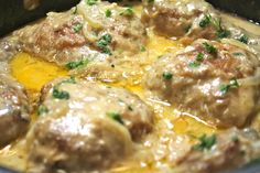Tender chicken smothered in a creamy homemade onion and garlic gravy Whenever I make Southern Smothered Chicken, it reminds me of my childhood- when I lived in the 'hood. Every Sunday my mom … southern food Southern Smothered Chicken Southern Smothered Chicken Recipe, Southern Chicken, Smothered Chicken Casserole, Chicken Tikka Masala Rezept, I Heart Recipes, Baked Chicken, Recipe Chicken, Chicken Legs, Gastronomia