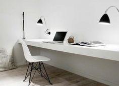 Heel ontspannen werken in deze prachtig rustige witte werkkamer