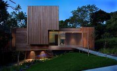 Située à Melbourne en Australie, cette maison en bois allie design et écologie. Si le bois est un matériau isolant et écologique, c'est aussi un vrai bonheur pour les yeux. De l'extérieur, cette villa est sublime! De l'intérieur, la décoration est plus sobre mais le résultat