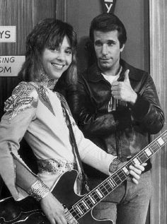 Leather Tuscadero and the Fonz! The Fonz o yes ! My Childhood Memories, Best Memories, Happy Days Tv Show, Ed Vedder, Mejores Series Tv, The Fonz, Nostalgia, Non Plus Ultra, Blues