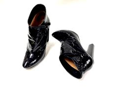 The best collection of LUIS VUITTON shoes to wear in all kinds of events. Modern designs for men, women and children. Luis Vuitton Shoes, Zapatos Louis Vuitton, Tap Shoes, Dance Shoes, Modern Design, Oxford Shoes, Events, Children, How To Wear