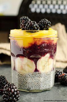 Sono una fonte di proteine, carboidrati e lipidi, ma anche fibre vegetali, vitamine, sali minerali e antiossidanti. Sono i semi di Chia...