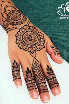 Henna tattoos are to go for in case you wish to try some designs before getting the same tattoo and not only. Go for it with henna! Henna Designs For Kids, Pretty Henna Designs, Henna Tattoo Designs Simple, Unique Mehndi Designs, Mehndi Designs For Fingers, Beautiful Mehndi Design, Latest Mehndi Designs, Unique Henna, Mehndi Desing