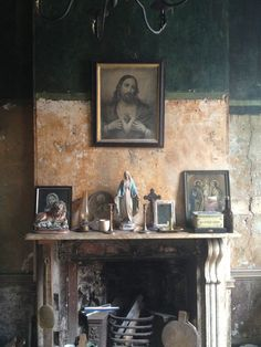 From Townhouse to Tenement – and Back « The Irish Aesthete Tableaux D'inspiration, Dublin House, Home Altar, Irish Cottage, Les Religions, Religious Art, Religious Icons, Sacred Heart, Wabi Sabi