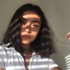 ᴘɪɴᴛᴇʀᴇsᴛ ❂ ᴄʜᴀʀᴍsᴘᴇᴀᴋғʀᴇᴀᴋ aesthetics in 2019 foto pose, cabello y maquill Selfie Posen, Tumbrl Girls, Summer Haircuts, Bob Haircuts, Bob Hairstyles, Insta Photo Ideas, Aesthetic Girl, Pretty Face, Pretty People