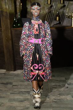 Manish Arora Fall 2016 Ready-to-Wear Fashion Show This is really the season of bizzarre cat-prints
