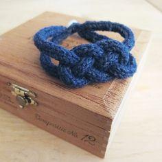 1st try !   Bracelet tricotin