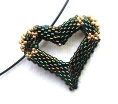 Beaded Heart Pendant using this tutorial as base http://www.liveinternet.ru/users/lidiaaa/post142484588/