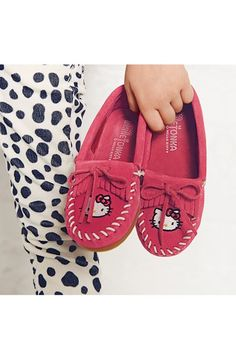 Minnetonka 'Hello Kitty® - Kilty' Moccasin (Walker, Toddler, Little Kid & Big Kid) | Nordstrom