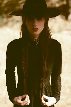 30 Popular Women Southern Gothic Fashion Ideas - wonder what number of individuals have thought about dressing in Gothic Ensembles for Halloween. Gothic outfits have consistently been famous and dres. Witch Fashion, Dark Fashion, Gothic Fashion, Boho Fashion, Fashion Ideas, Heavy Metal Fashion, Spring Fashion, Fashion Trends, Looks Style
