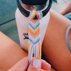 705 Best Water Bottles images in 2020 Diy Bracelets Patterns, Diy Bracelets Easy, Thread Bracelets, Summer Bracelets, Bracelet Crafts, Bracelet Designs, Beaded Bracelets, String Bracelets, Diy Friendship Bracelets Patterns