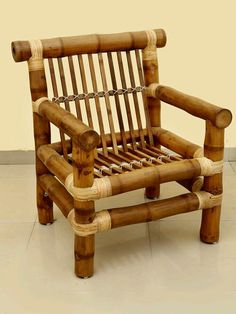 While common in most Asian homes that have enough land surrounding it, bamboo garden are not something that you usually hear about in the American home. Bamboo Sofa, Bamboo Shelf, Bamboo Art, Bamboo Crafts, Bamboo Furniture, Handmade Furniture, Upcycled Furniture, Bamboo Ideas, Bamboo Table