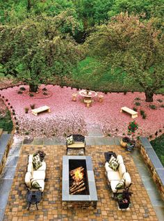 Firepit, Gwen Hunt photo.      Home & Design magazine