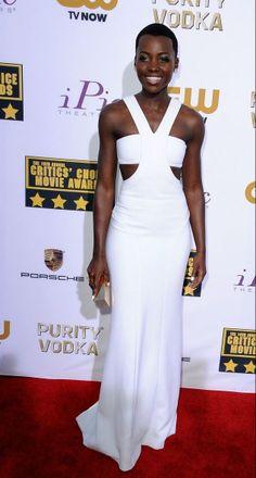 Lupita Nyong'o no Critics' Choice Awards 2014 (17/01/14)