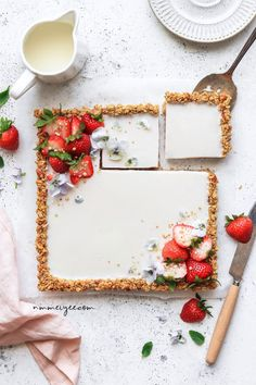 Breakfast granola tart (vegan, gluten-free & refined sugar-free) I just like how this looks. Decorate a strawberry short cake like this. Vegan Desserts, Vegan Recipes, Dessert Recipes, Vegan Meals, Fruit Recipes, Drink Recipes, Vegan Gluten Free, Sweet Treats, Food And Drink