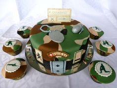 Military Camo Cake This birthday/rank promotion cake started as a two tier - original idea - and will die (be eaten) as one tier. Army Cake, Military Cake, Military Police, Military Party, Creative Cake Decorating, Creative Cakes, Beautiful Cakes, Amazing Cakes, Motor Cake