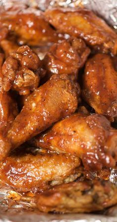 Recipe for Lightened-up Sweet and Spicy Chicken Wings - Wings are easy to make at home and baking them in the oven cuts down on the fat and grease. Impress your friends with our sweet and spicy homemade version. Cooking Chicken Wings, Chicken Wings Spicy, Chicken Wing Recipes, Chicken Drumsticks, Chicken Meals, Garlic Chicken, Wings In The Oven, Sweet And Spicy Chicken, Appetizer Recipes