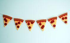 Free Crochet Pattern: Pizza Garland | Twinkie Chan's Blog | Bloglovin'