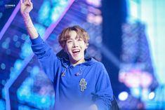 Jung Hoseok, Gwangju, Mixtape, Bts Christmas, Daejeon, Mnet Asian Music Awards, Bts J Hope, Bts Pictures, Pretty Pictures