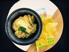Home-made Guacamole met avocado, chilipeper, tomaat, sjalot en look
