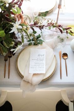 Modern white and copper tablescape - wedding reception Wedding Table Decorations, Wedding Table Numbers, Wedding Centerpieces, Decor Wedding, Wedding Ideas, Wedding Napkin Folding, Wedding Napkins, Wedding Reception, Rustic Wedding
