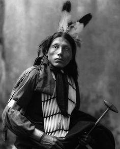 Seated portrait of Kills Alone, Native American Oglala Sioux man, (Lakota) Native American Images, Native American Beauty, Native American Tribes, Native American History, American Indians, Native Americans, Navajo, Oglala Sioux, Native Indian