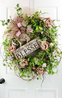 Fresh Looking Homemade Spring Wreath Decorating Ideas for Front Door 37 Wreaths For Front Door, Door Wreaths, Diy Wreath, Wreath Ideas, Grapevine Wreath, Wreath Hanger, Wreath Crafts, Diy Crafts, Country Wreaths