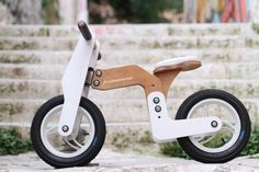 Primavera balance bikes do not have stabilisers and designed specifically for children to sit on the bike with their feet directly on the ground. This is the key to building confidence...