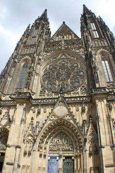 Fomos até Praga, na República Tcheca, para conhecer o Maior Castelo do Mundo →