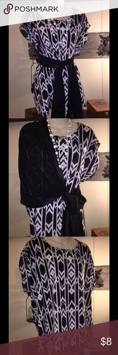 Aztec black and white Forever 21 blouse. Beautiful aztec print forever 21 blouse. Please remember all accessories are not included in the sale I only use them to show you what this blouse is capable of. I love showing off why  my clothes are in my closet! This blouse is in beautiful shape and would be a great addition  to your closet! Forever 21 Tops Blouses