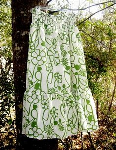 5 Maxi Skirt Tutorials I would ♥ to sew.    I'm thinking that one of these would be useful for making a cotton slip for the summer, too.