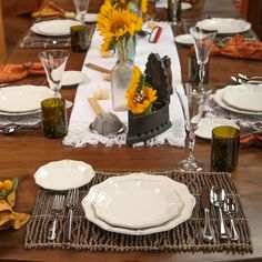 Set your table for Fall! Mix Villa d'Este, our popular vintage stoneware, with the earthy green hue of Vintage glassware.  Finish your tabletop with Charlotte's elegant flare.