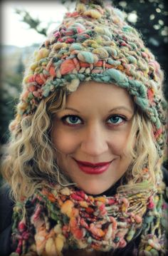 knitting with art yarns Crochet Scarves, Crochet Clothes, Knit Crochet, Crochet Hats, Loom Knitting, Knitting Patterns, Crochet Patterns, Little Presents, Yarn Inspiration