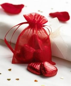 Christmas Wedding Ideas - Red Organza Bags (as a Plan B favour)