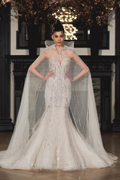 Ines di Santo Modern Romance Bridal Collection #2019weddingtrends #bridalfashiontrends #fashionforwardweddingdresses