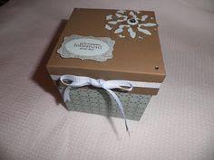Réalisation d'une boîte photos Matériel nécessaire : - 1 feuille 30 x 30 cm - 1 feuille 29 x 29 cm - 1 feuille d'envi...