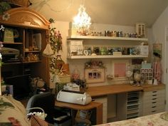 love this scrapbooking space!