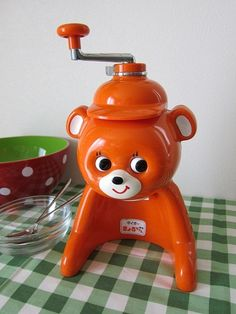 this has got to be the worlds cutest coffee grinder . at least i guess that is what this is lol! Vintage Toys, Retro Vintage, Nostalgic Art, Cute Kitchen, Retro Pop, Vintage Interiors, Cat Wall, Retro Aesthetic, Toy Store