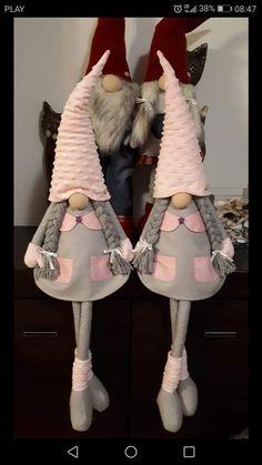 Best 12 Gnometta natalizia in pannolenci – felt Christmas gnome – Duendencita de Navidad – SkillOfKing. Christmas Makes, Christmas Gnome, Handmade Christmas, Felt Crafts, Diy And Crafts, Navidad Diy, Christmas Decorations, Christmas Ornaments, Scandinavian Christmas