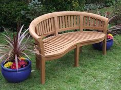 Looks comfy, a must have in a reading bench for the garden...