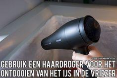Gebruik een haardroger voor het ontdooien van het ijs in de vriezer. Meer tips vind je op www.goedeschoonmaaktips.nl
