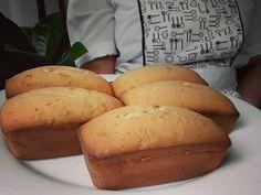 La pastry-chef Aurora hizo muuuchaaaasss tortas hoy tenemos de choco-nueces/ choco-banana/ yogurt griego y mandarina/ nueces con canela y vainilla natural tenemos para todos los antojos.
