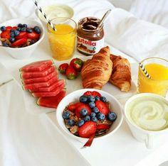 20 Ideas birthday breakfast in bed ideas Breakfast And Brunch, Birthday Breakfast, Best Breakfast, Breakfast Recipes, Breakfast Ideas, Romantic Breakfast, Luxury Food, Food Goals, Aesthetic Food