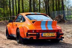 Porsche 911 loving the orange and blue