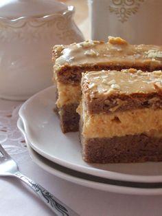 Jedno z moim ulubionych ciast. Obłędnie pyszne, obłędnie słodkie, obłędnie kajmakowe i uzależniające :) Wspaniale kakaowe ciasto prze...
