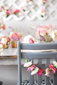 La décoration des chaises d'un mariage et l'un des détails les plus souvent négligés alors qu'il est possible de