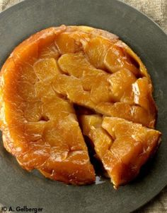 Tatin aux pommes Apple Desserts, Apple Recipes, No Bake Desserts, Delicious Desserts, Dessert Recipes, Healthy Recipes, My Dessert, French Food, No Cook Meals