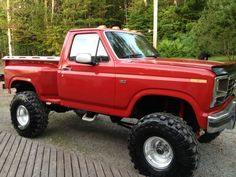I totally adore this colouring scheme for this 1983 Classic Ford Trucks, Ford 4x4, Ford Pickup Trucks, 4x4 Trucks, Cool Trucks, Custom Trucks, Truck And Tractor Pull, Pickup Camper, F150 Truck