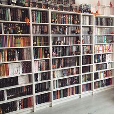 Omg sooo many books!!