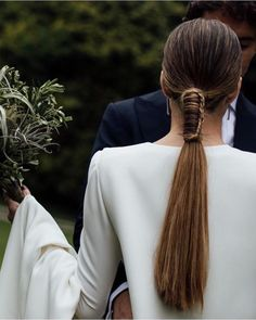 For the 👰 e guests who want to show off a different ponytail this polished and very minimal Modern Hairstyles, Professional Hairstyles, Bride Hairstyles, Ponytail Hairstyles, Hairstyle Ideas, Hair Inspo, Hair Inspiration, Hair Dos, Look Fashion